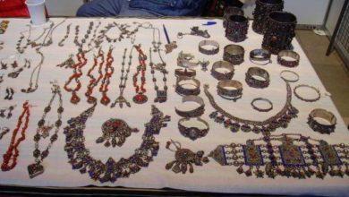 صورة لمياء الصقلي.. صانعة تقليدية تبدع أناملها مجوهرات من الذهب والفضة
