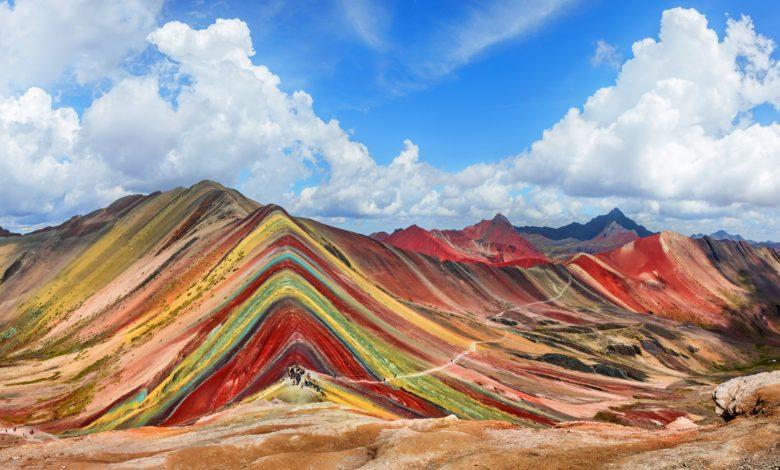 صورة جبل قوس قزح في بيرو.. لوحة باهرة من الجمال الطبيعي