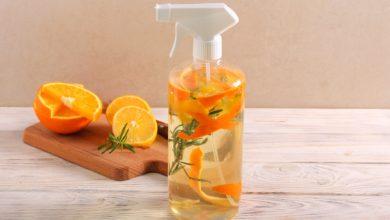 صورة منظف منزلي صديق للبيئة من قشور البرتقال والليمون