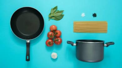 صورة خطر قاتل في مطبخك.. متى يجب التخلص من أواني الطهي غير اللاصقة؟