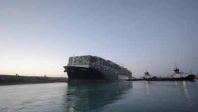 صورة مصر.. انفراجة في أزمة السفينة الجانحة بقناة السويس وتفاؤل باستئناف الملاحة