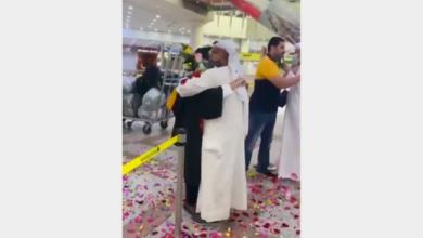 صورة بالفيديو.. أب كويتي يحتفل بتخرج ابنته بطريقة استثنائية