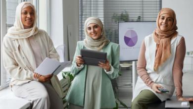 صورة مسلمات يتحدثن عن تحديات ارتداء الحجاب في فرنسا