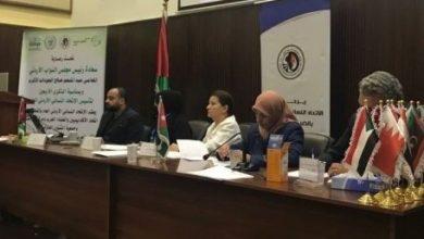 صورة دعوة جادة من ملتقى العربيات لمشاركة النساء في العملية السياسية بغية تحقيق المساواة في التمثيل بين الجنسين